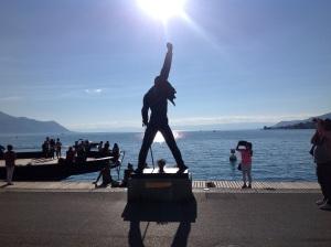 Yeah! Die berühmte Statue des verstorbenen Queen-Sängers Freddie Mercury in Montreux, wo jeden Sommer eines der berühmtesten Musikfestivals weltweit stattfindet.