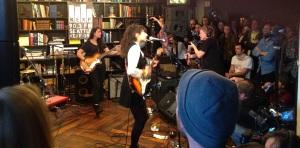 Girlie-Rock'n'Roll: La Luz treten an einem der beliebtesten Off-Venue-Lokalitäten auf, dem KEX Hostel.