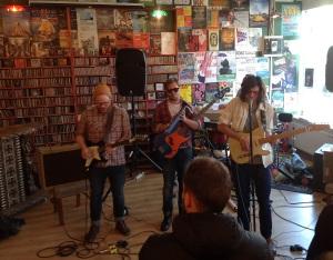 Rock, der groovt: Mafama bei ihrem Auftritt im Plattenladen Lucky Records.