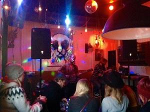 Auftritt in intimem Rahmen:  In der Bar «Bravó» gibt Snorri Helgason eigene Lieder und Covers zum Besten.