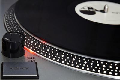 Im Hoch: Schallplatten sind wieder vermehrt gefragt, der Musikmarkt insgesamt ist weiter rückläufig. (Bild Carsten Jünger/Pixelio)